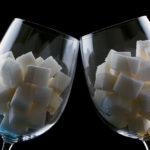 Как алкоголь влияет на сахар в крови? Повышает или понижает?